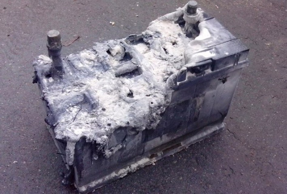 Разрушенный аккумулятор
